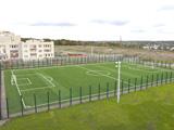 Ausstattung der Outdoor Sportanlagen und Freiluftsportanlagen: Fußballplätze, Handball, Leichtathletik, Basketball und Volleyball
