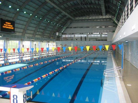 """Schwimmbad """"Munaischy"""" Stadt Atyrau, Kasachstan"""