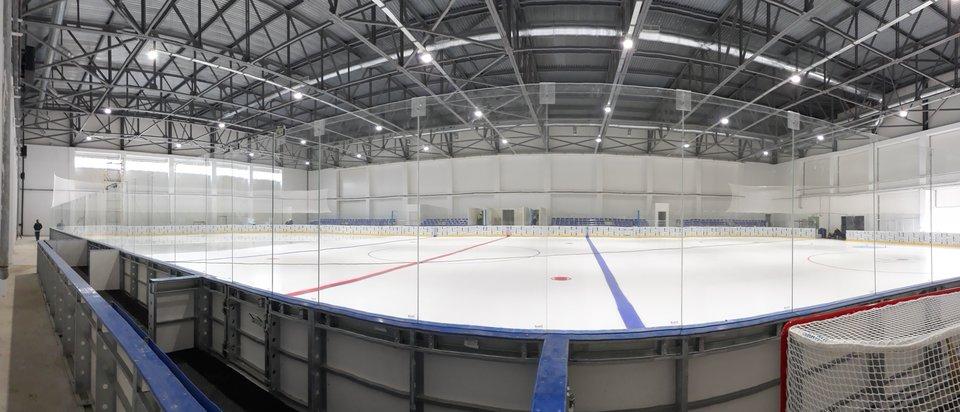 Sport- und Fitnesskomplexe mit Eisbahnen
